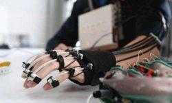 Создан управляемый силой мысли экзоскелет руки