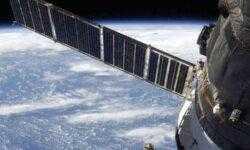 Россия планирует отказаться от импортных солнечных батарей для спутников