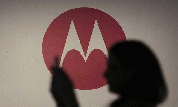 Фото Смартфон Moto E5 Play показал лицо
