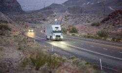 Автономные грузовики Uber перевозят грузы для клиентов Uber Freight