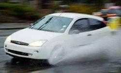 Ford изучает идею использования дождевой воды в стеклоомывателе