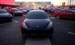 Кнопки на руле Tesla Model 3 теперь могут использоваться для контроля за автопилотом