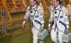 Российский экипаж МКС пока продолжит работать в составе двух человек