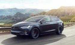 Видео: автопилот направляет Tesla Model S в сторону разделителя, где произошла смертельная авария
