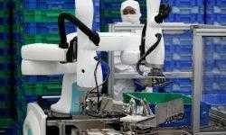 Японские компании видят большие возможности в небольших промышленных роботах — коботах