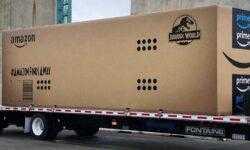 Amazon провезла по улицам Лос-Анджелеса коробку «с динозавром» для рекламы «Мира Юрского периода 2»