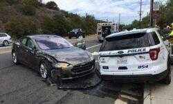 Электрокар Tesla на автопилоте попал в очередную аварию