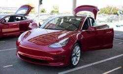 Илон Маск рассказал о работе над полноприводной Tesla Model 3 с двумя двигателями