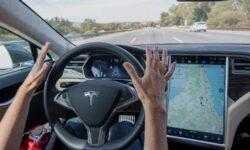 Новые подробности недавней аварии Tesla Model S: автопилот работал, водитель смотрел на смартфон