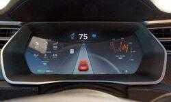 Получены данные автопилота Tesla Model S, разбившейся о пожарную машину
