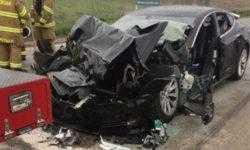 В США начали расследование аварии Tesla Model S, двигавшейся с включённым автопилотом