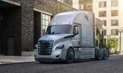 Daimler представила два электрических грузовика — Freightliner eCascadia и eM2