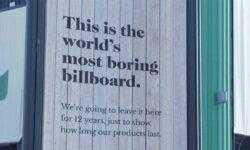 Производитель средств для защиты поверхностей на 12 лет установил деревянный билборд в дождливом шведском городе
