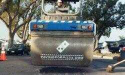 Сеть пиццерий Domino's предложила покупателям починить дорожные ямы, чтобы с пиццей ничего не случилось по пути домой