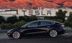 Электрокар Tesla Model 3 получил функцию автопарковки