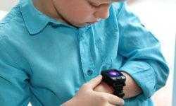 Компания Elari выпустила «умные» часы для детей с голосовым помощником «Алиса»