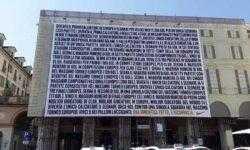 Nike перечислила все достижения Роналду на рекламном билборде в Турине и предложила забыть о них и начать всё сначала