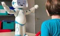 Робот QTrobot поможет общаться с детьми с аутизмом