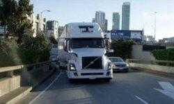 Uber отказалась от разработки самоходных грузовиков