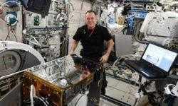 Проведено успешное испытание захвата космического мусора сетью