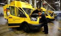 Ford начинает выпуск электрических автомобилей-фургонов в Германии