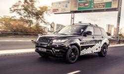 Робомобиль Range Rover Sport показал навыки движения в сложных условиях
