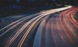 Российская система позволит автомобилям «видеть» дорогу в полной темноте