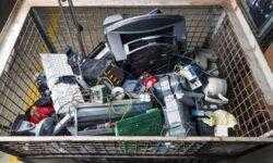 Для облегчения переработки или ремонта электроники создан низкотемпературный термоклей