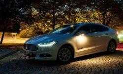 Фары автомобилей Ford смогут менять освещение с учётом знаков и разметки