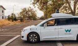 В декабре Waymo может запустить сервис роботакси