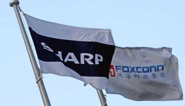 Флаги Sharp и Foxconn над заводом в Японии (https://asia.nikkei.com)