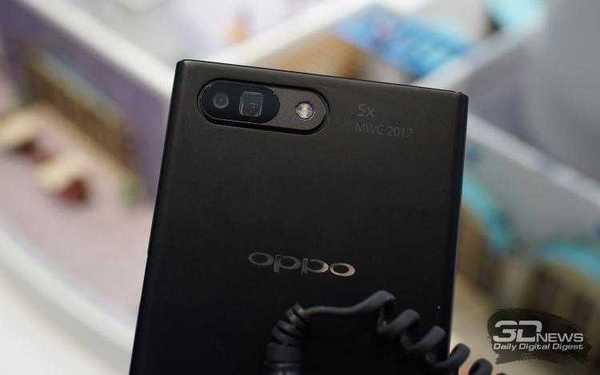 Прототип смартфона, оборудованного двойной камерой с 5-кратным оптическим зумом Oppo представила на MWC 2017. Спустя два года кратность удвоится, и из просто оптического зум превратится в гибридный оптический. Что это означает, точно пока не известно