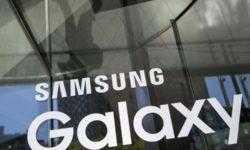 Смартфон Samsung Galaxy S10 с «дырявым» экраном позирует на фото