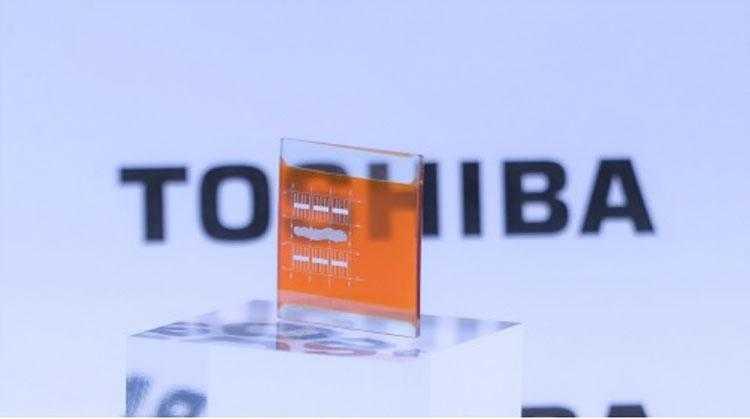 Опытный двухслойный солнечный элемент Toshiba с эффективностью до 40 % (25 х 25 мм)