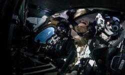 Корабль Virgin Galactic впервые взлетел в «космос» с пассажиром на борту