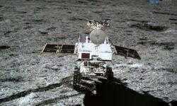 Видео процесса выезда из «Чанъэ-4» ровера «Юйту-2», первые метры по поверхности Луны. Двухнедельный сон на Луне закончен
