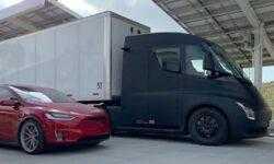 #видео | Тягач Tesla Semi разгоняется на трассе до впечатляющей скорости