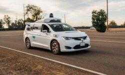 #видео | Waymo обучила свои беспилотные автомобили понимать жесты регулировщиков