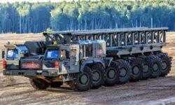Посмотрите, как дрифтят российские тягачи для тяжелых ракет