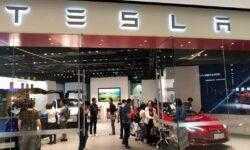 Tesla передумала закрывать все розничные магазины, но за это придется заплатить покупателям