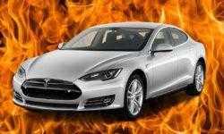 Автомобиль Tesla Model S взорвался на парковке, повредив соседние машины