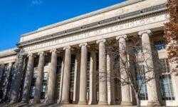 MIT приостанавливает сотрудничество с компаниями Huawei и ZTE