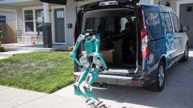 Фото Двуногий робот Ford Digit доставит товары до двери дома