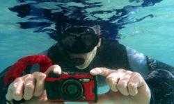 Фотокамера Olympus TG-6 не боится погружений под воду на глубину до 15 метров