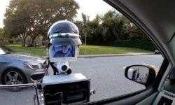 #видео | Робот-полицейский проверяет документы автомобилистов