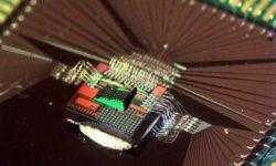 Билл Гейтс и Трэвис Каланик инвестируют в стартап Luminous, разрабатывающий оптический ИИ-чип