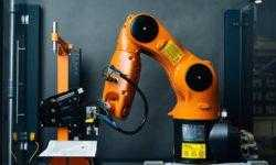 Роботы научились распознавать предметы с помощью взгляда и прикосновений