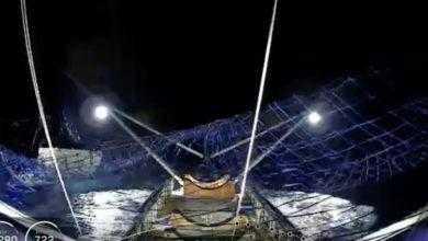 Photo of SpaceX впервые поймала часть носового обтекателя ракеты в гигантскую сеть, размещённую на лодке