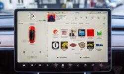 Электрокары Tesla смогут транслировать видео с YouTube и Netflix