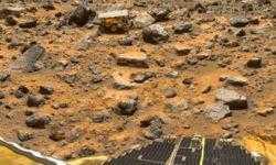 Фото дня: первый марсоход NASA на Красной планете